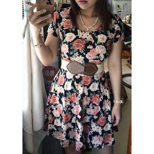 Forever 21 Dresses - 🆕F21 pretty roses dress